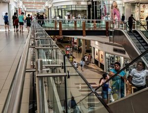 ReclamaFacil te ayuda si sufre un accidente en un centro comercial